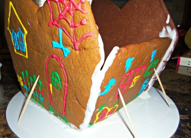 gingerbread house support