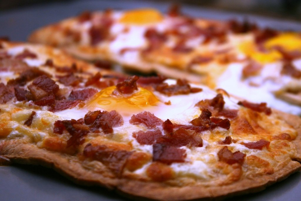 Bacon and Egg Breakfast Pizza