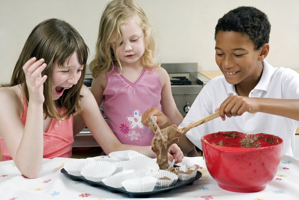 kids cooking baking FREE Kids Activities To Do In The Summer