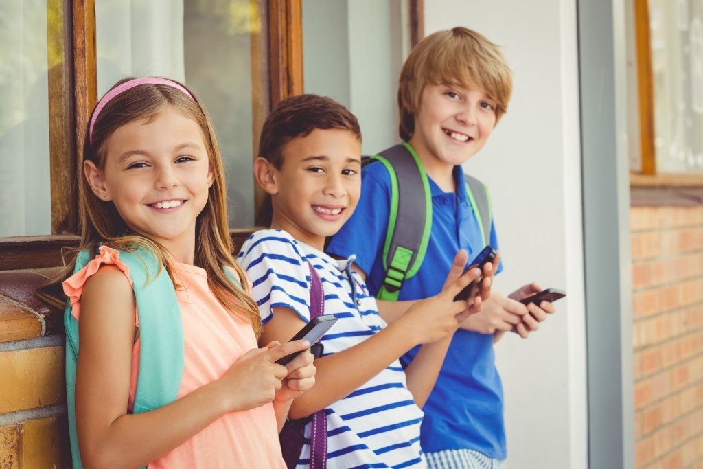 kids ready for a smartphone at school