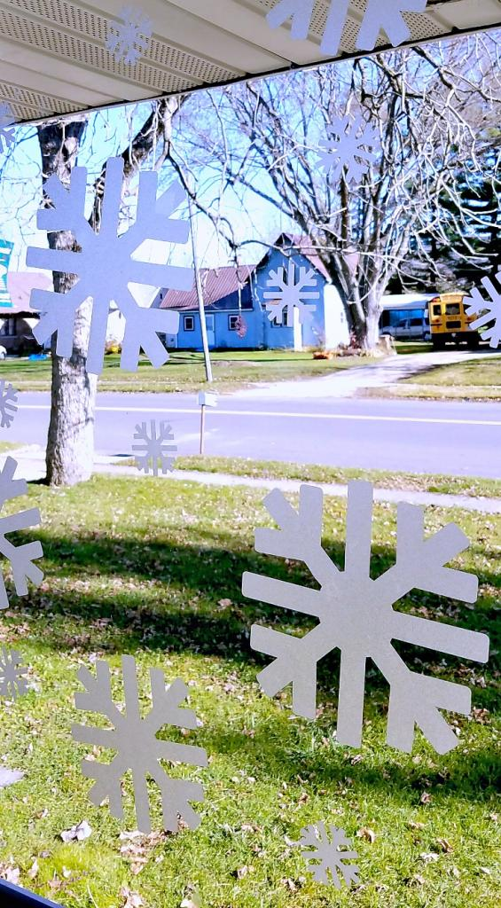 diy-snowflake-window-clings-getting-stared-with-a-cricut