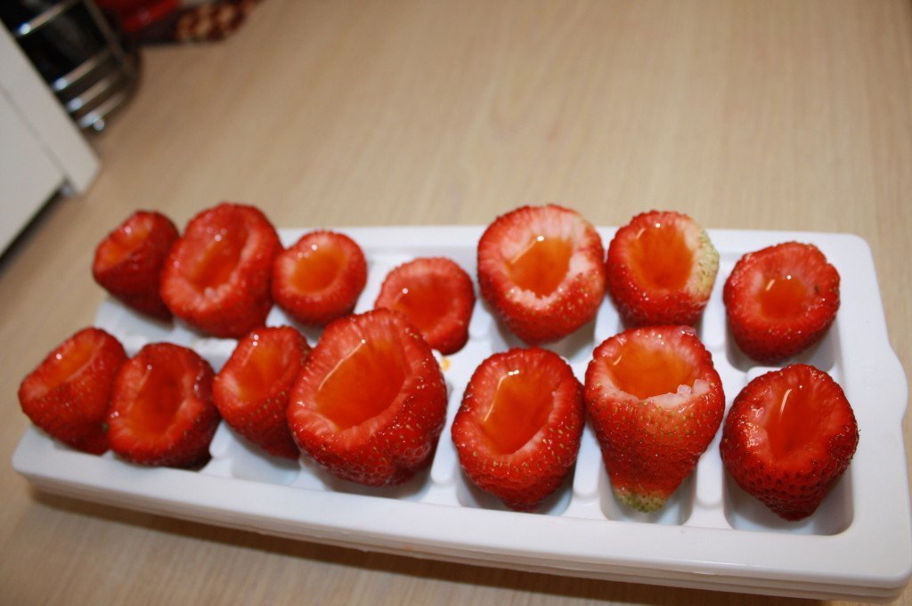Jello Strawberries, an Easy and Healthy Snack Idea!