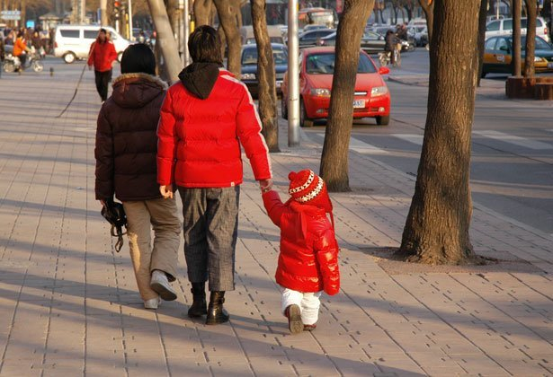 chinese-family-takes-a-walk