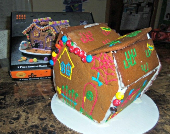 gingerbread house decorate