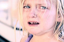 256px-Crying_child_with_blonde_hair