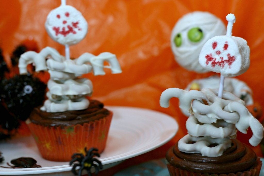 skeleton cupcakes close