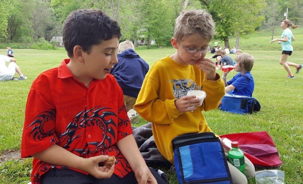 kids eating cereal bars