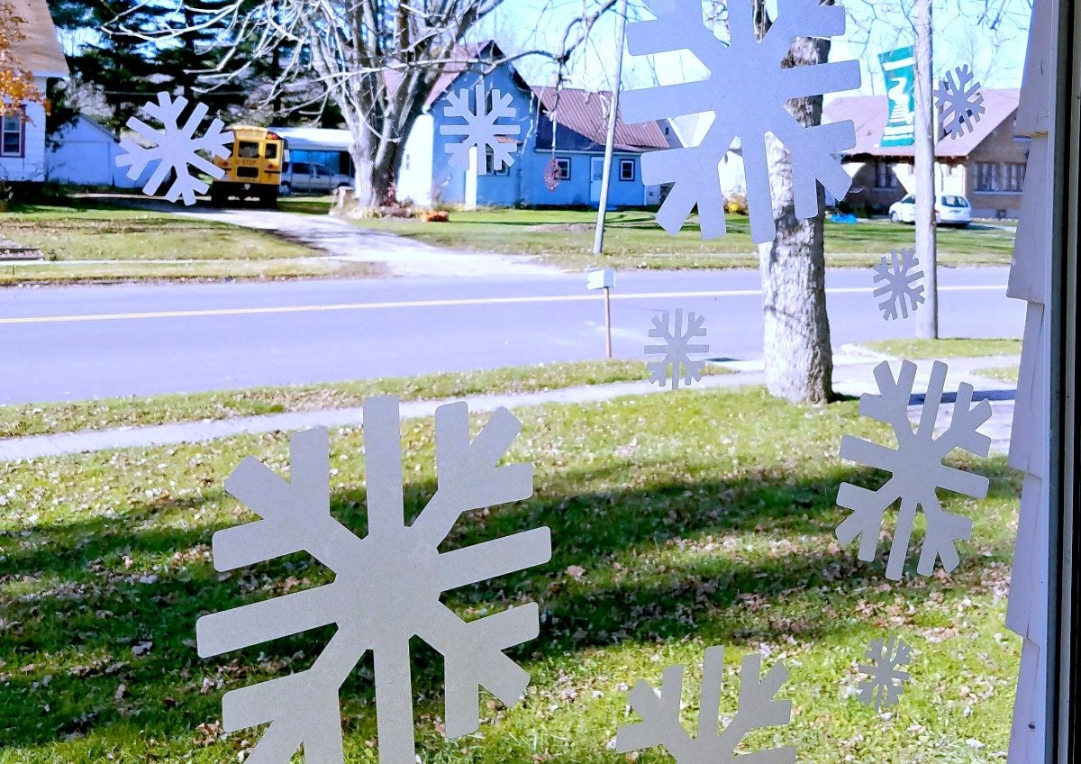 getting-started-with-a-cricut-easy-snowflake-window-clings-project
