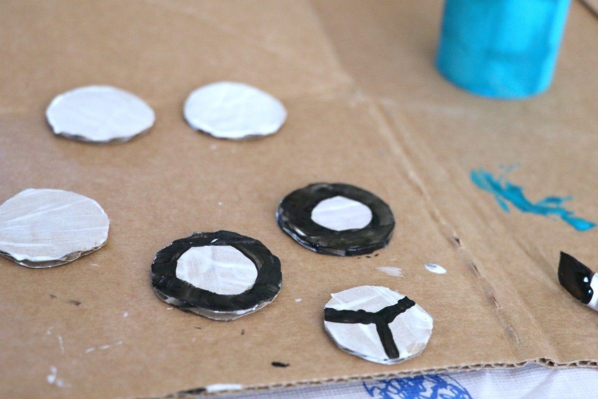 painting-wheels-for-toilet-paper-race-car