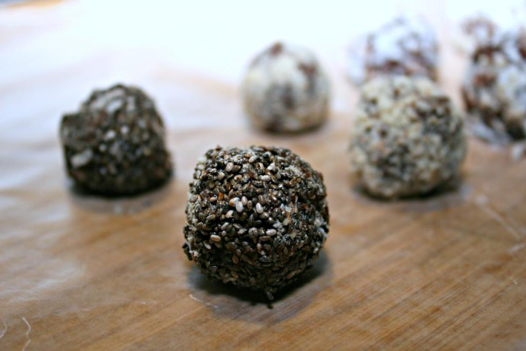 Easy Chocolate Almond Energy Balls – Great Afternoon Snack Paired with Milk